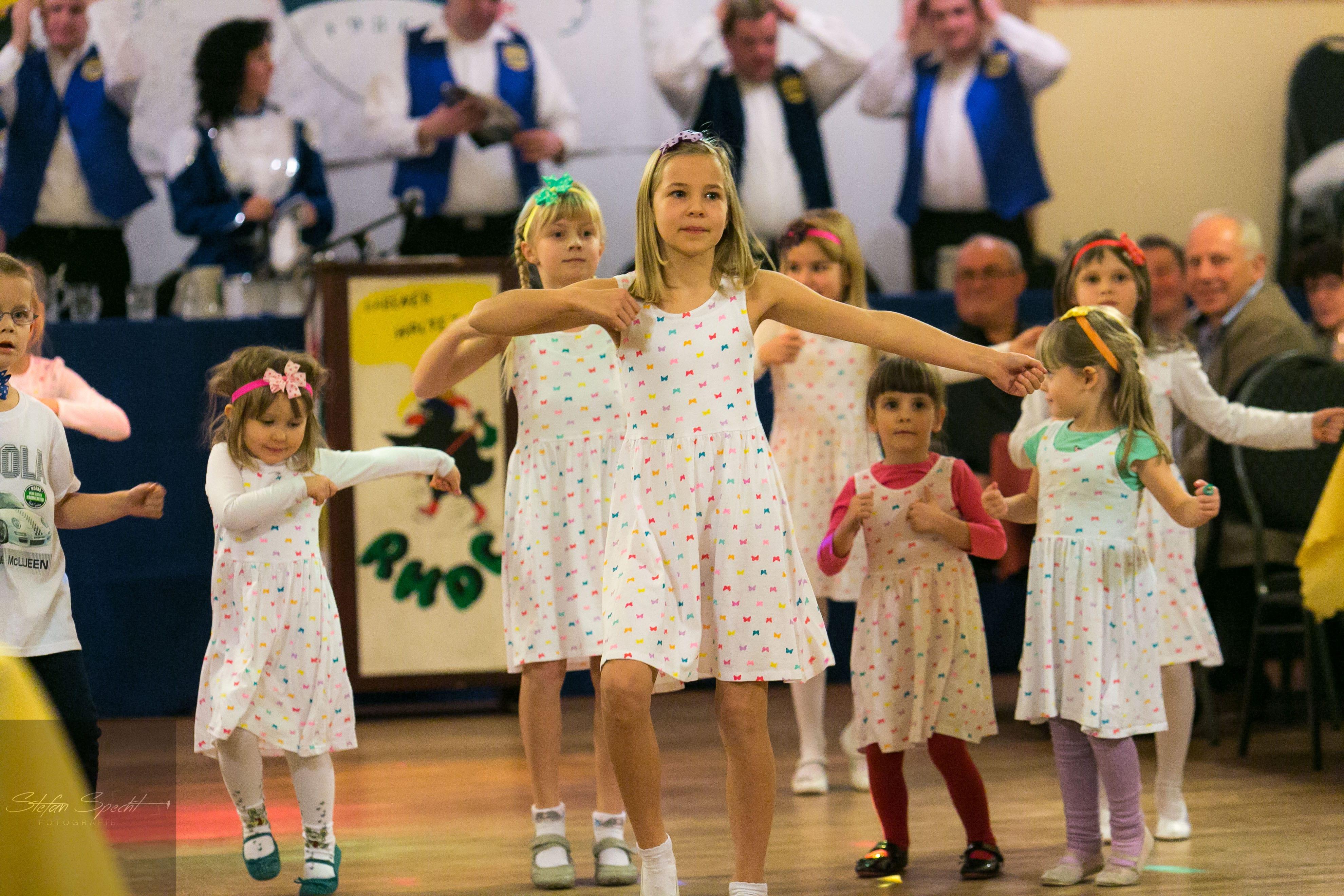"Die Mini Kids tanzen zu ""Lollipop"""